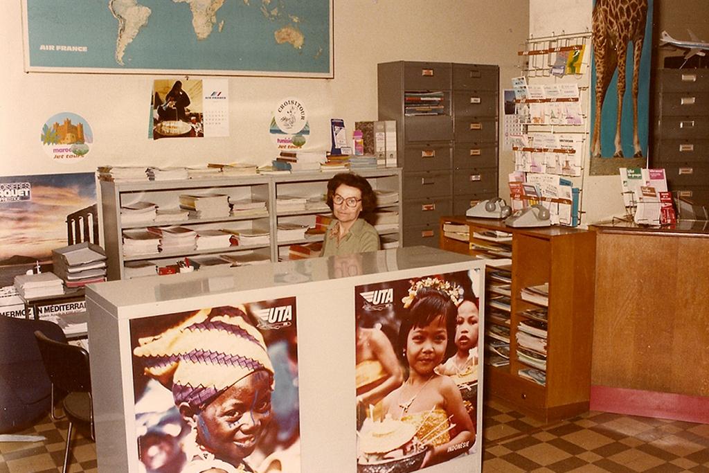 L'espace voyages organisés avec Mme Tabusteau - fin des années 1970