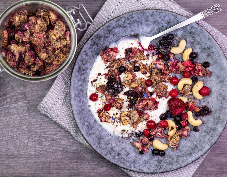 Granola cru aux fruits rouges et graines de pavot